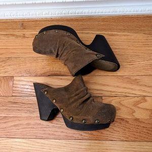 Mia Leather Clogs. Size 6. Taupe